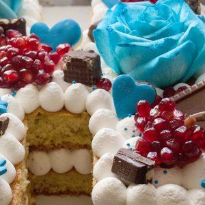 ص 1 300x300 - کیک حرف  H آبی