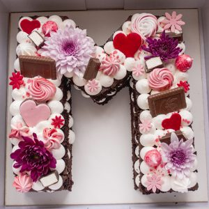 کیک حرف M فانتزی انگلیسی