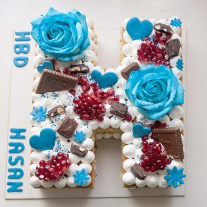 کیک حرف H آبی