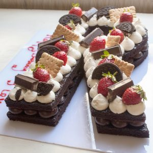 3.2 1 300x300 - کیک حرف R انگلیسی