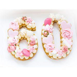 کیک سابله عدد 60 صورتی خامه ای