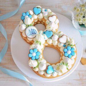 کیک و بیسکوکیک عدد 8 آبی و سفید
