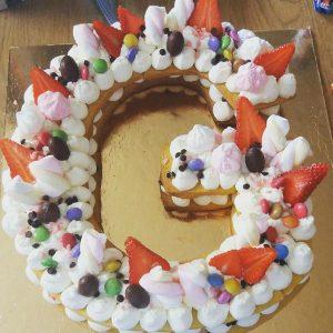 کیک سفارشی حروف G خامه ای