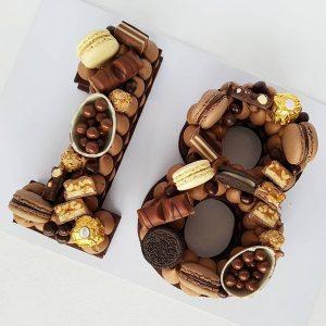 کیک و بیسکوکیک عدد 18 شکلات مارس