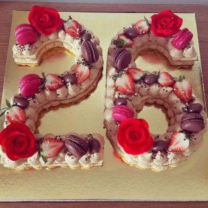 کیک و بیسکوکیک عدد 26 نسکافه گل رز