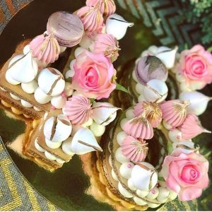 کیک و بیسکوکیک عدد 48 گل رز