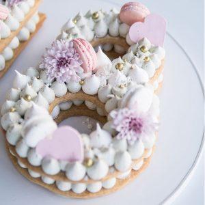 کیک و بیسکوکیک عدد 8 تم یاسی