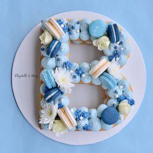 کیک و بیسکوکیک حرف B تم آبی