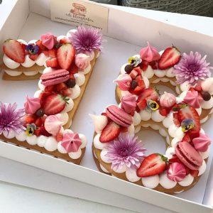0 F 304 300x300 - خرید کیک و بیسکوکیک عدد 18