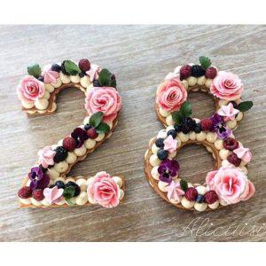 کیک و بیسکوکیک عدد 28 گل صورتی