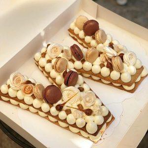کیک سفارشی حرف w کارمل