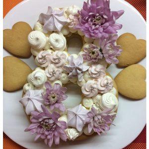 سابله کیک عدد 8 خامه ای با گل