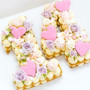 کیک و بیسکوکیک عدد 14 قلب صورتی