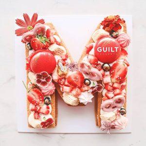 guiltdesserts 153 300x300 - بیسکوکیک  حرف M تم قرمز و گل