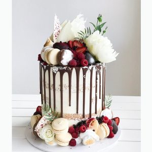deliciousbysara 106 300x300 - سفارش کیک تولد لوکس تم گل و ماکارون شکلاتی