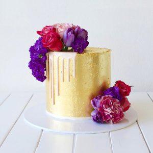 deliciousbysara 13 300x300 - سفارش کیک تولد  طلایی با گل