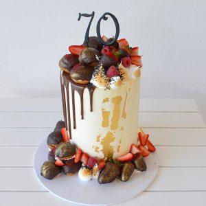 سفارش کیک تولد توت فرنگی شکلاتی