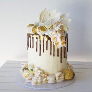 سفارش کیک تولد کارامل شکلاتی خامه ای