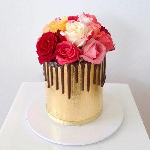 deliciousbysara 4 300x300 - سفارش کیک تولد با گل و تم طلایی