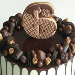 imfalji 58 300x300 - سفارش کیک تولد شکلاتی عدد 6