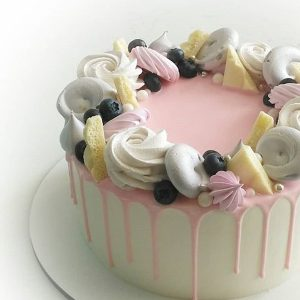 imfalji 67 300x300 - سفارش کیک تولد خامه ای تم صورتی سفید