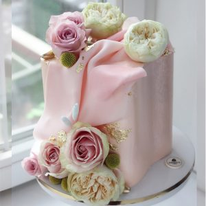 nivskaya 3 300x300 - سفارش کیک تولد مکعب تم صورتی و گل