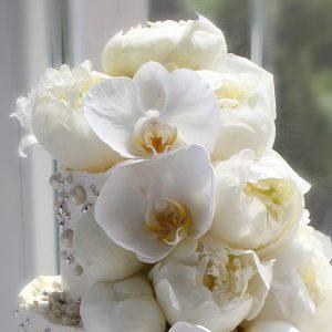 nivskaya 37 300x300 - سفارش کیک دو طبقه با گل تم سفید طلایی