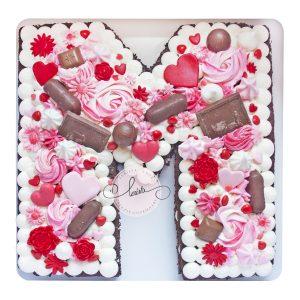 کیک تولد حرف M تم صورتی