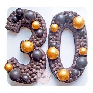 کیک تولد عدد 30 تم مشکی