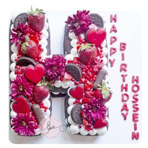 کیک تولد حرف H توت فرنگی