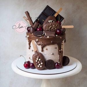 DShttyyuuyuyC0086 copy 300x300 - کیک بستنی خامه ای شکلاتی شیک و خوشمزه